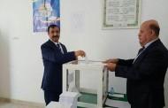 أبناء الجالية الجزائرية في الإمارات يدلون بأصواتهم في الانتخابات