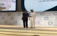 مساهل يتسلم بدبي جائزة رواد التواصل الاجتماعي العرب