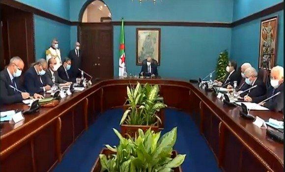 الرئيس تبون ينصب اللجنة الوطنية المكلفة بمشروع مراجعة قانون الانتخابات